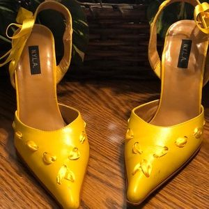 N.Y.L.A. Yellow Threaded Ribbon Shoes, Size 9